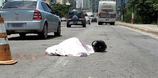 Mulher morre atropelada por ônibus após colisão em Guarapari