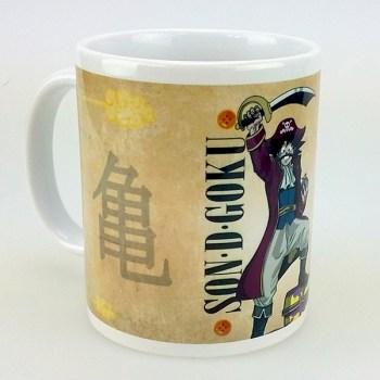 Mug de Son Goku de Dragon Ball Z déguisé en Gol D Roger de One Piece