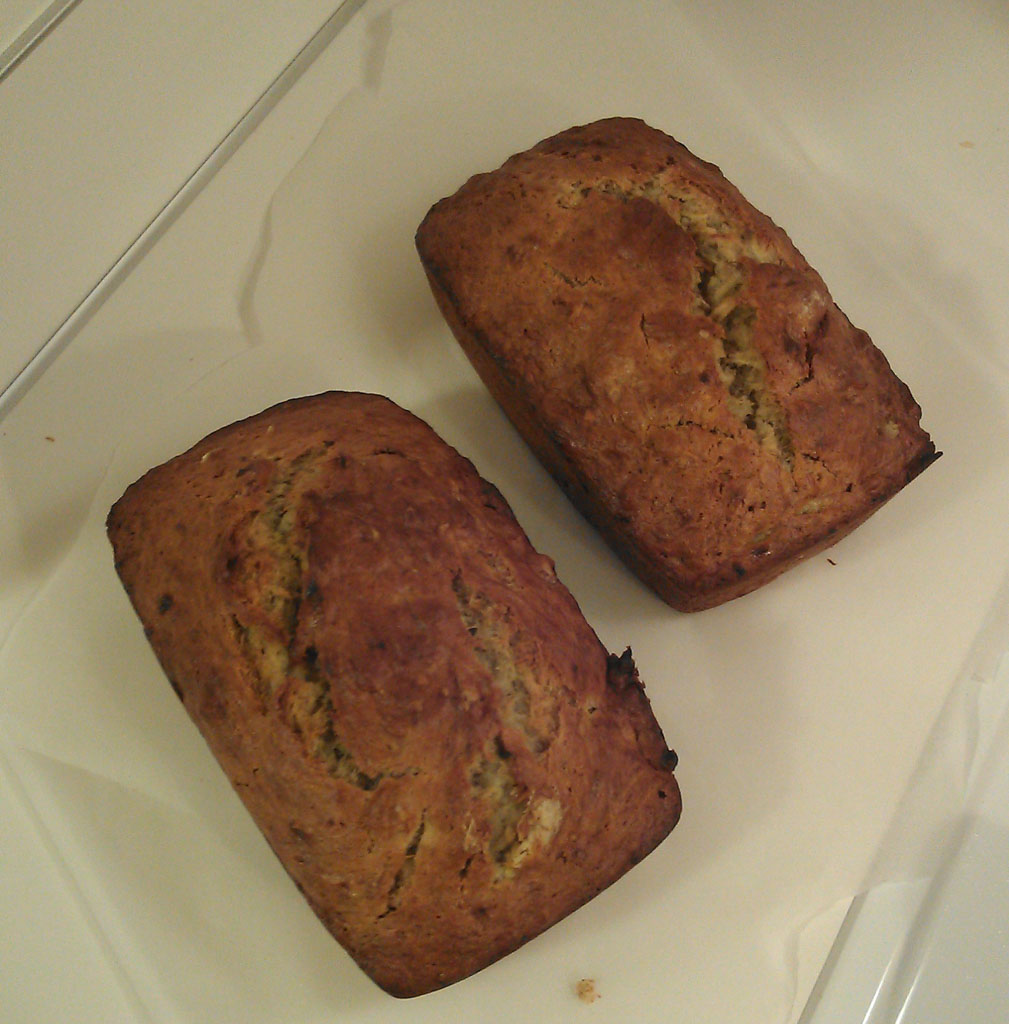 Vegan Banana Bread | The Captain's Log | www.captainairyca.com