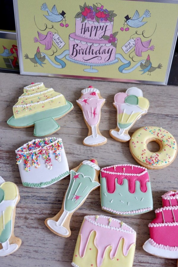 biscuiteers happy birthday tin