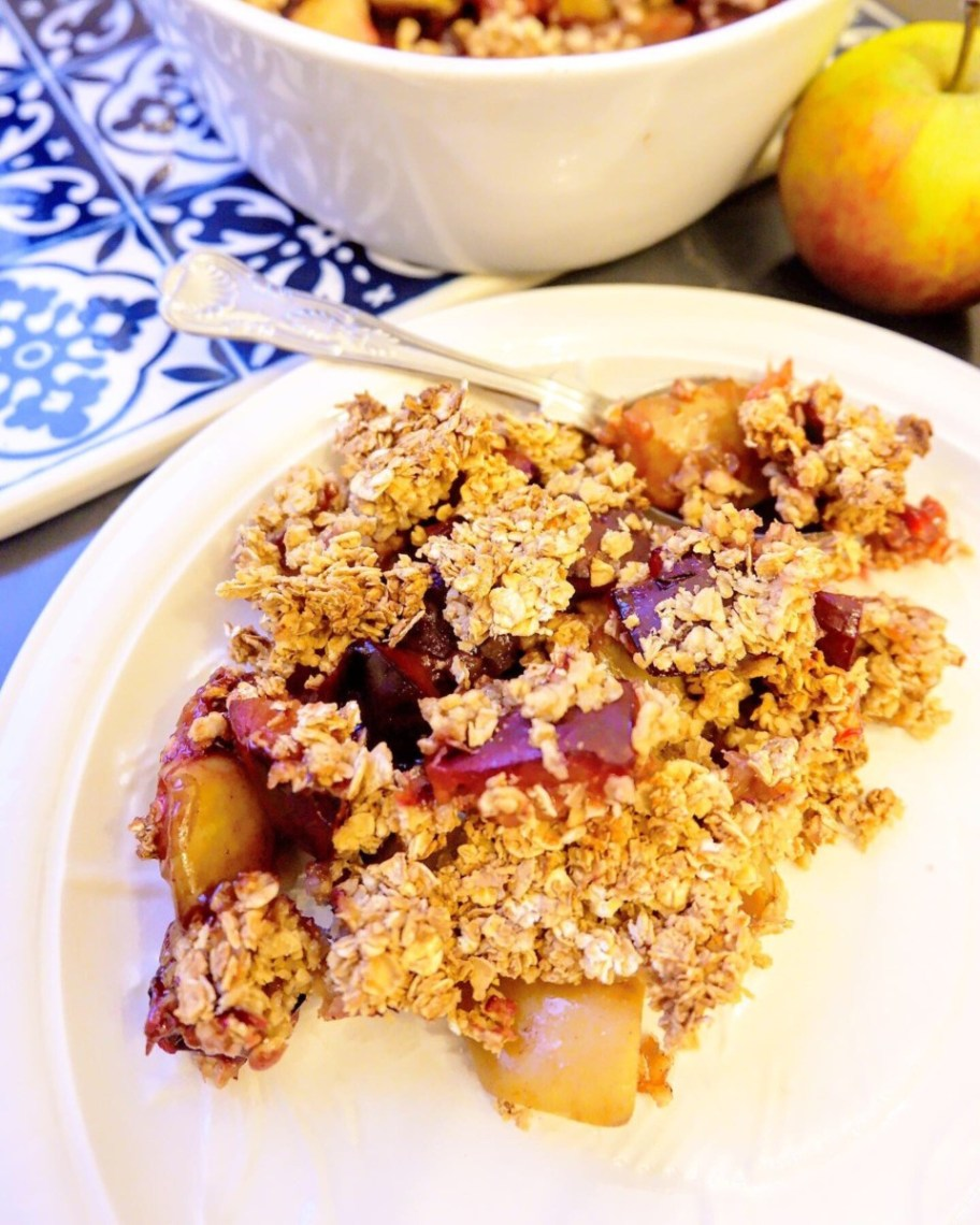 vegan apple and plum crumble