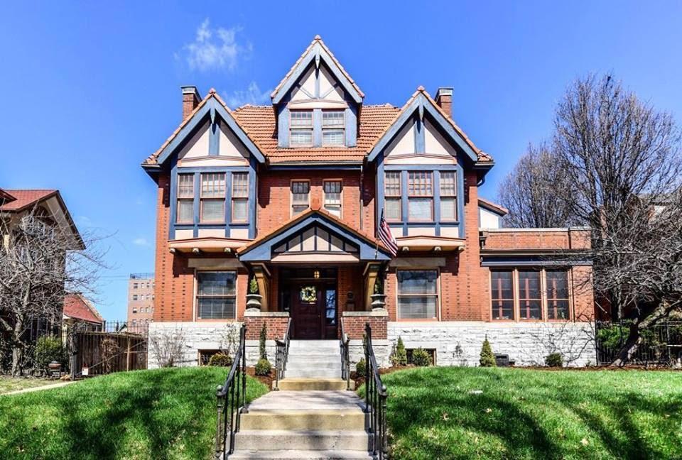 1908 Tudor Mansion For Sale In Saint Louis Missouri