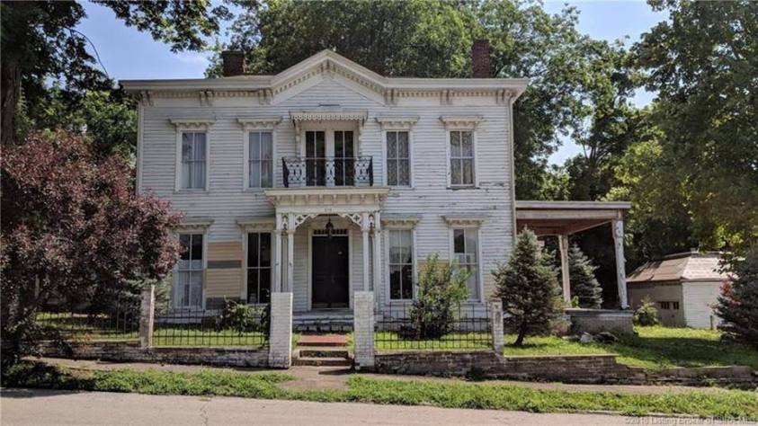 1870 italianate fixer upper for sale in jeffersonville for Italianate homes for sale