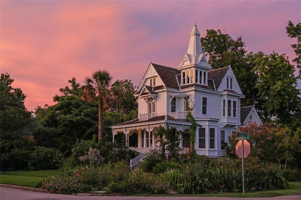 1892 Victorian Mansion In Houston Texas