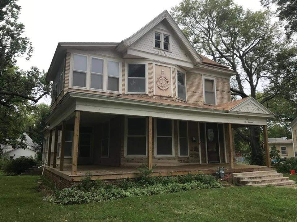1900 Fixer Upper In Independence Kansas