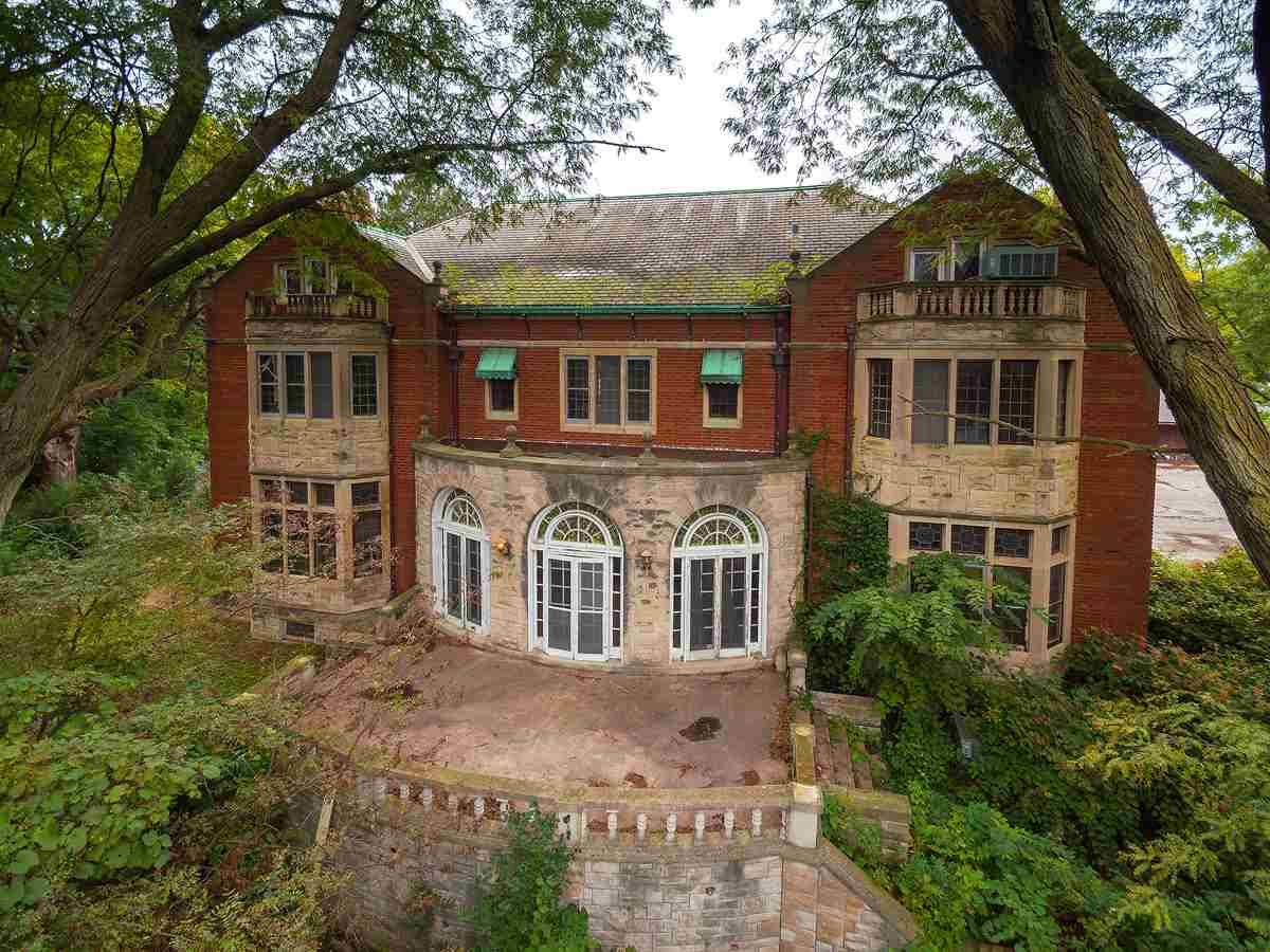 1910 Mansion For Sale In Davenport Iowa — Captivating Houses