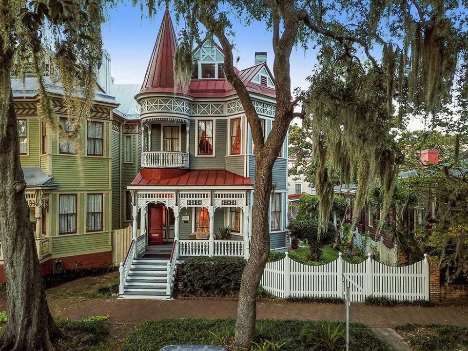 1890 Dickinson-Exley House In Savannah Georgia
