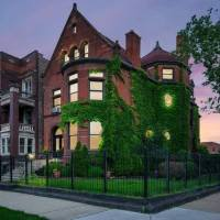 1890 Queen Anne Mansion In Chicago Illinois