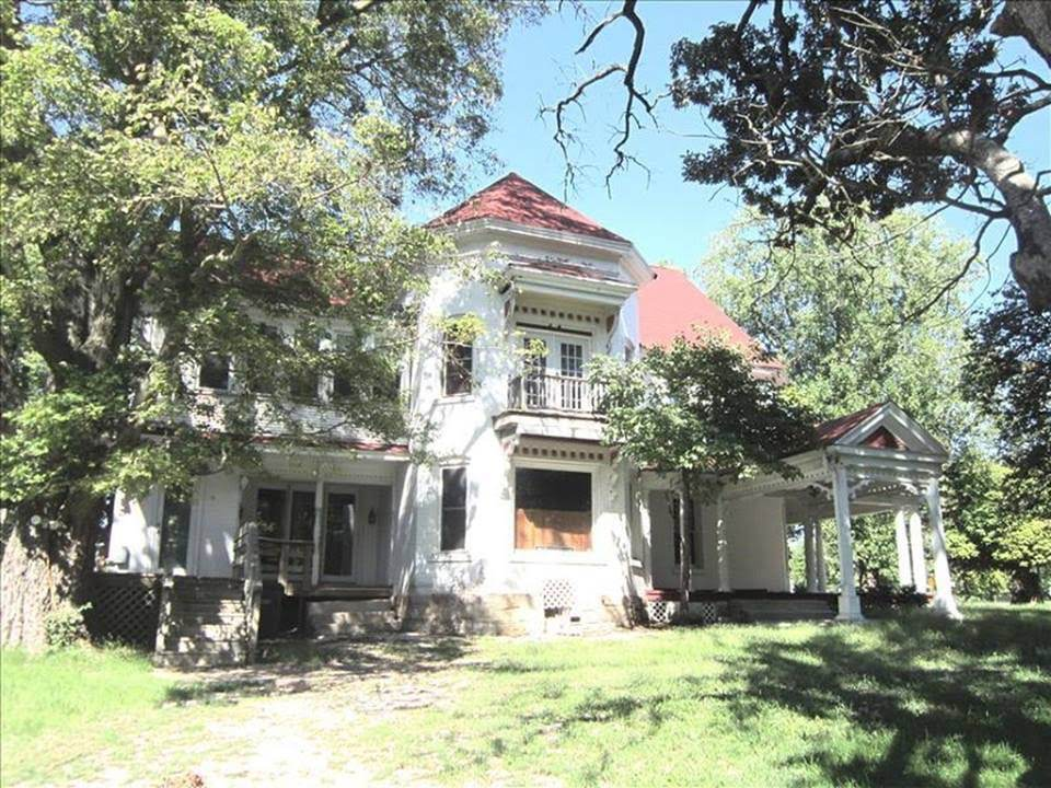 1875 Victorian Fixer Upper For Sale In Macon Missouri