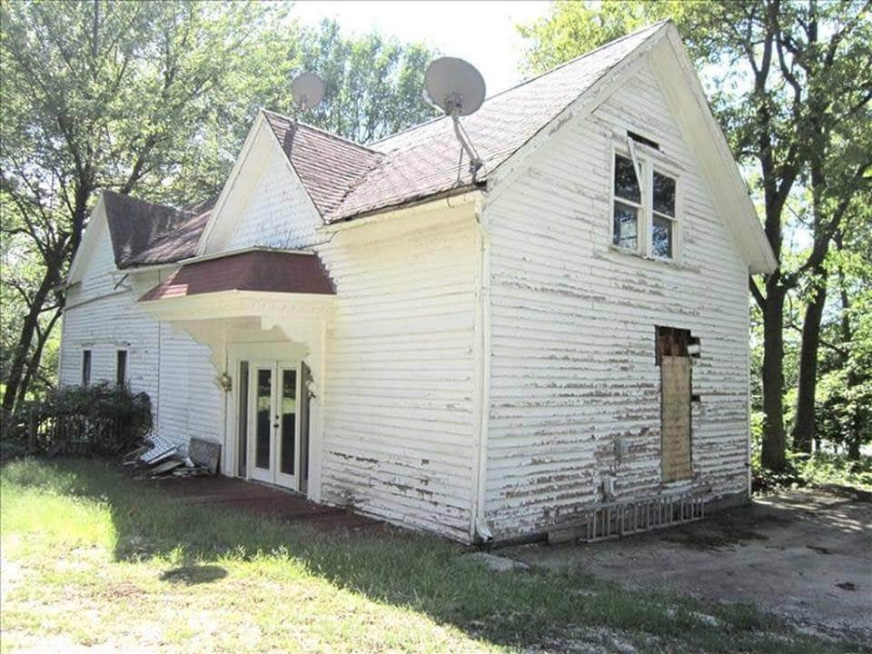1875 Victorian Fixer Upper For Sale In Macon Missouri