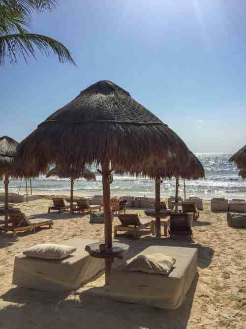 Lounge beds and palmtree umbrella in Coco Tulum