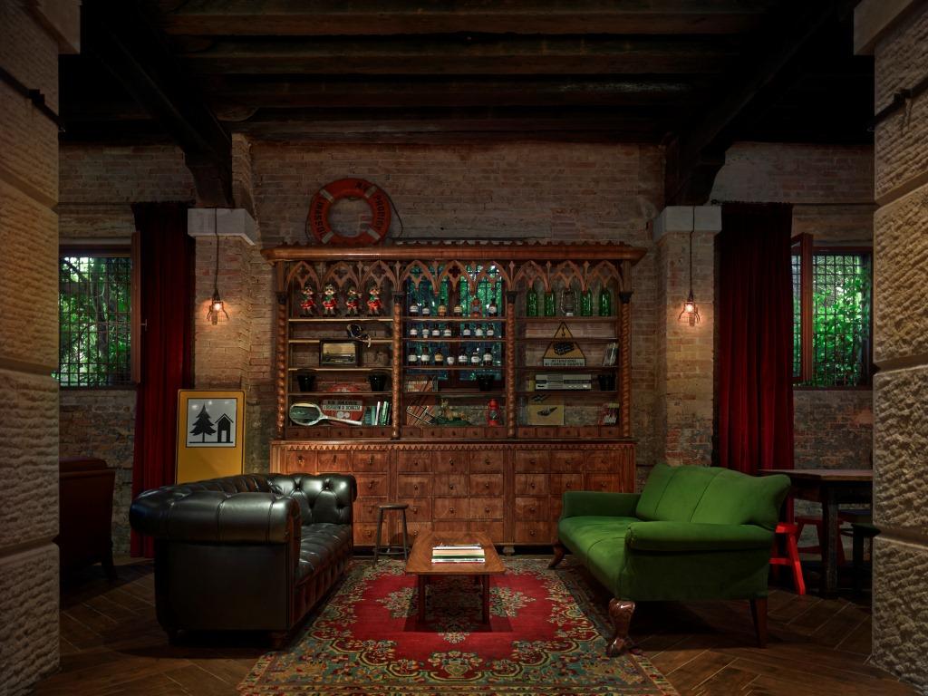 4-generator-venice-lounge-chillout-area