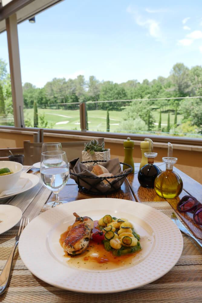 repas au golf terre blanche club house