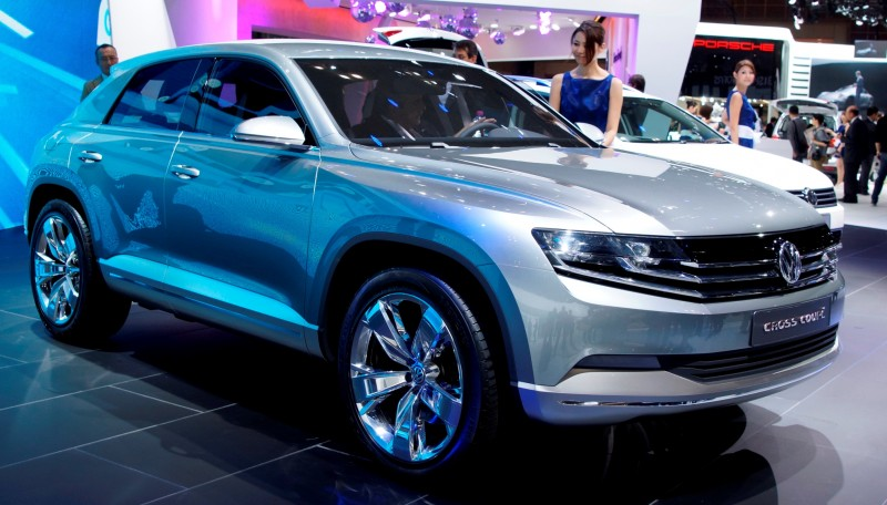 2011 Volkswagen Cross Coupe SUV Concept 1