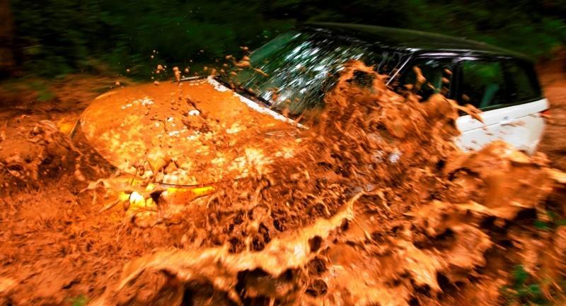 CarRevsDaily.com - 2014 Range Rover Sport Fuji White Driven Contest45