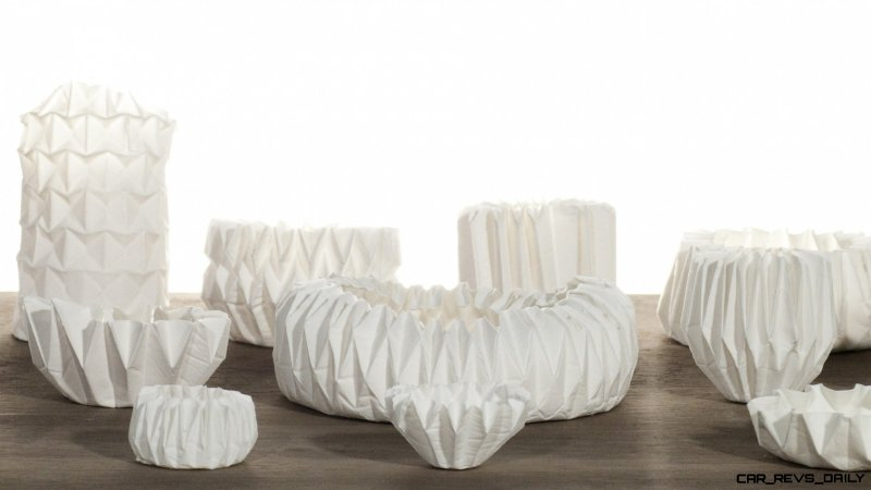 Hitomi_Igarashi_Making_Porcelain_With_A_ORIGAMI_Announcement