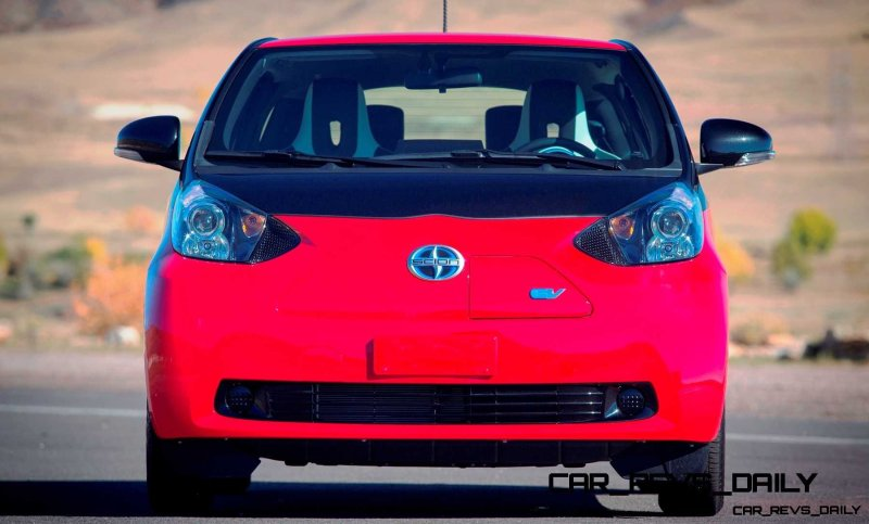2014 Scion iQ Glams Up With Two-Tone EV and Monogram Editions 23