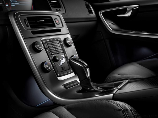 Hot New Wagons 2014 Volvo V60 R-Design 19