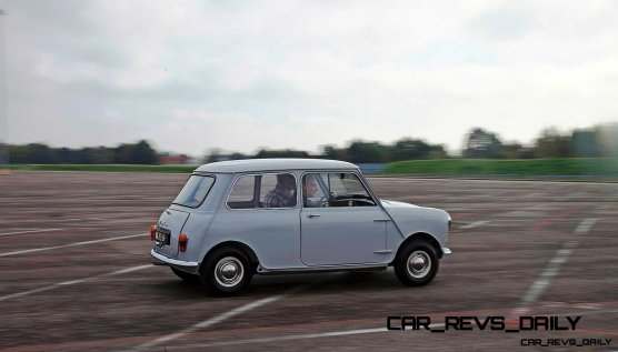 Timelapse - 1961 MINI Drops 54 Years in 54 Seconds 58