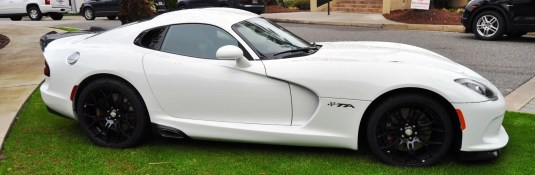 2014 SRT Viper TA in 25 All-New, Real-Life Photos with Carbon Aero Styling Options 18