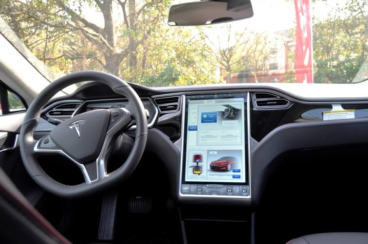 2014 TESLA Model S 85 -- Road Test Video Review -- 1500-words -- 250 Images -- Smooth Power, Great Dynamics, Unequivocal EV Brilliance 8