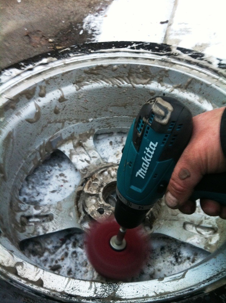 IMG_2124 Howto clean aluminum alloys - car wheels cleaning DIY_7176293600_l