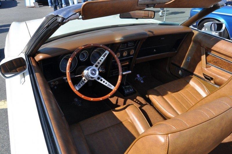 Car-Revs-Daily.com 1972 Ford Mustang Convertible 10
