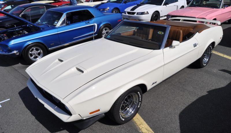 Car-Revs-Daily.com 1972 Ford Mustang Convertible 7