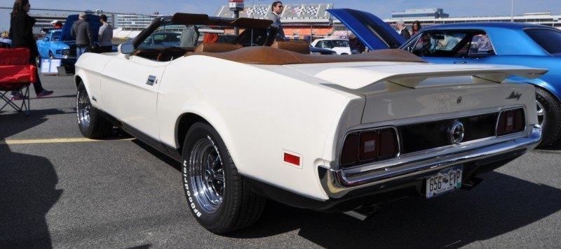 Car-Revs-Daily.com 1972 Ford Mustang Convertible 8
