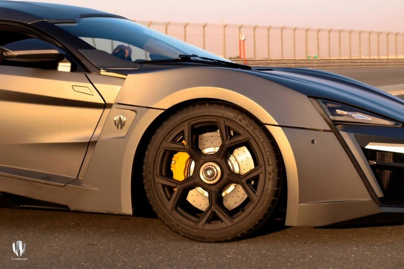 Car-Revs-Daily.com - W Motors LYKAN HyperSport 19