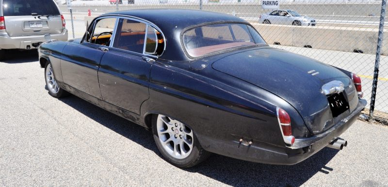 Road-Atlanta---Mitty-2014-Pit-Lane---~1965-JAGUAR-Mark-10-and-E-Type-Coupe-Side-by-Side-13