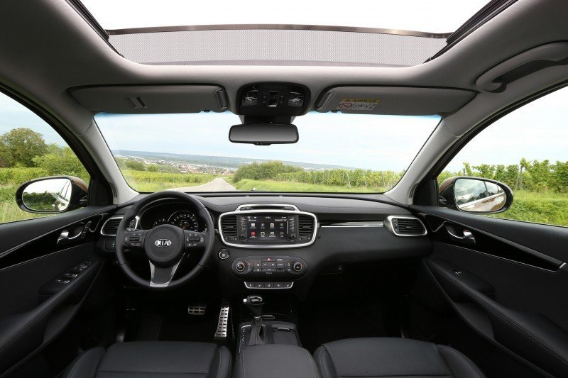 2016 Kia Sorento Debuts in Paris With Jaguar-Baiting Style at Ford Prices 18