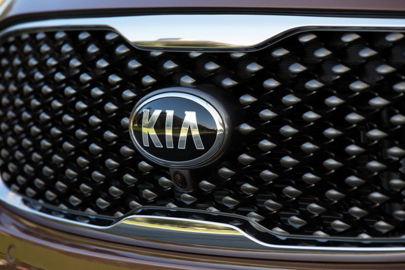 2016 Kia Sorento Debuts in Paris With Jaguar-Baiting Style at Ford Prices 3