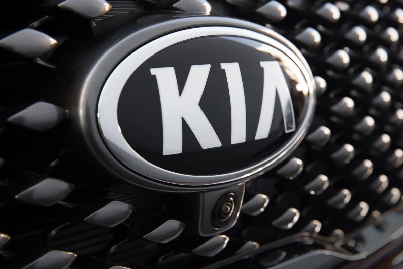 2016 Kia Sorento Debuts in Paris With Jaguar-Baiting Style at Ford Prices 31