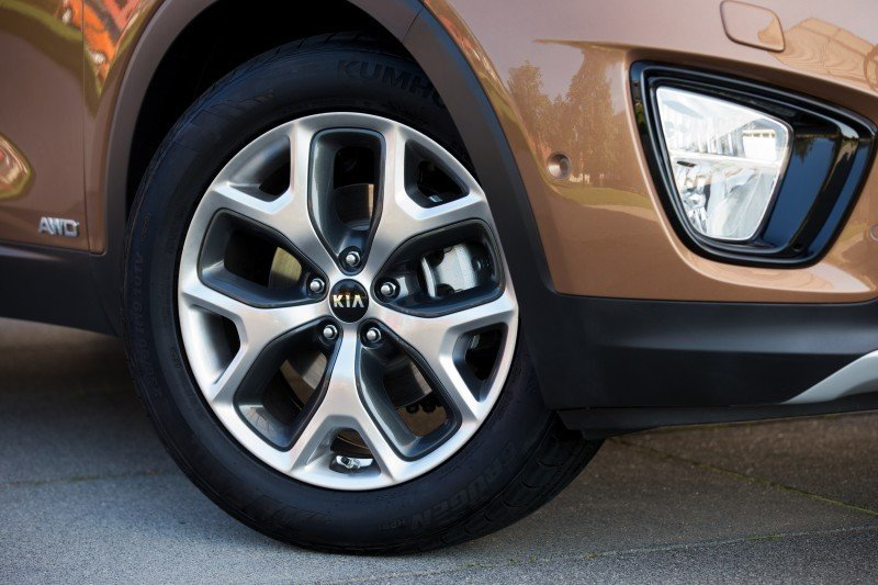 2016 Kia Sorento Debuts in Paris With Jaguar-Baiting Style at Ford Prices 4