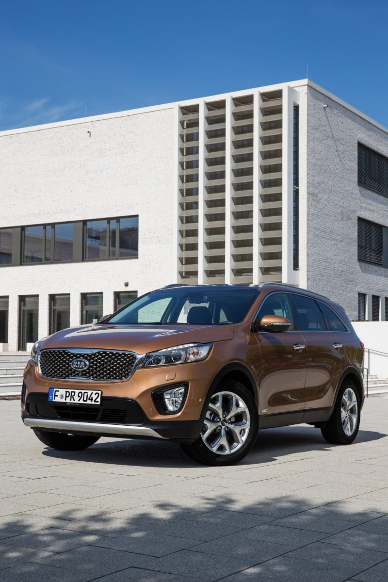 2016 Kia Sorento Debuts in Paris With Jaguar-Baiting Style at Ford Prices 45