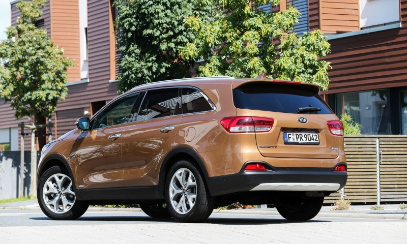 2016 Kia Sorento Debuts in Paris With Jaguar-Baiting Style at Ford Prices 49