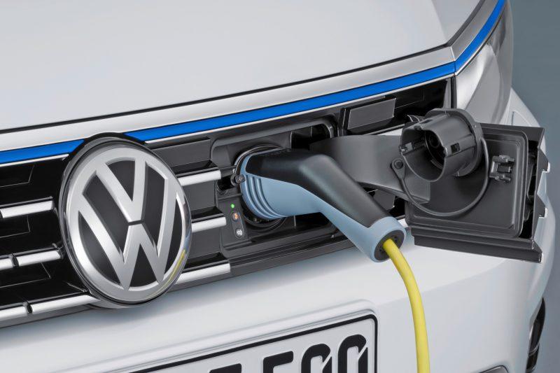 2016 Volkswagen Passat GTE Plug-In Hybrid  9