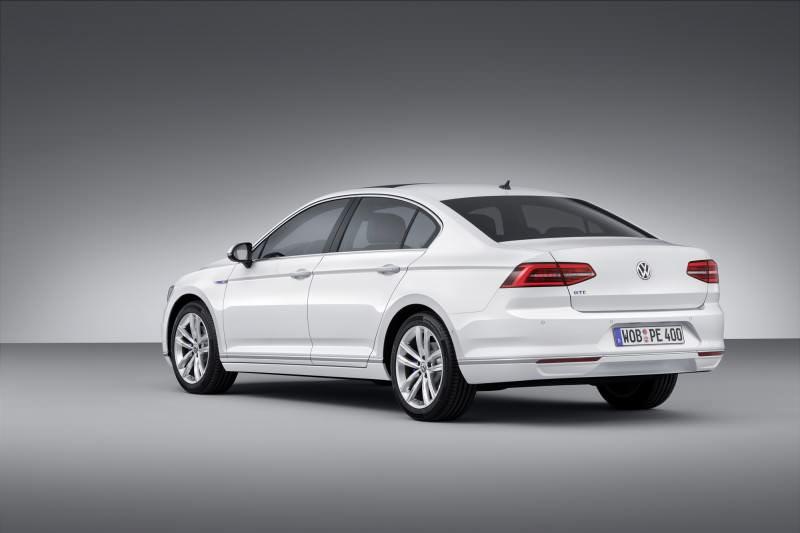 New Volkswagen Passat GTE plug-in hybrid makes Paris debut-59270