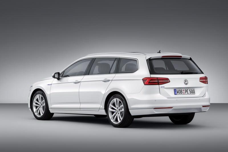 New Volkswagen Passat GTE plug-in hybrid makes Paris debut-59272