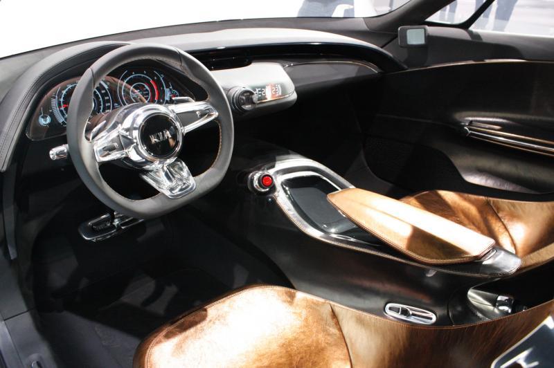 2011 Kia GT 38