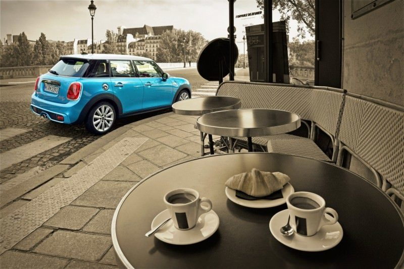 2015 MINI Cooper 5-Door in Postcard-Worthy Trip Around The City of Light 8