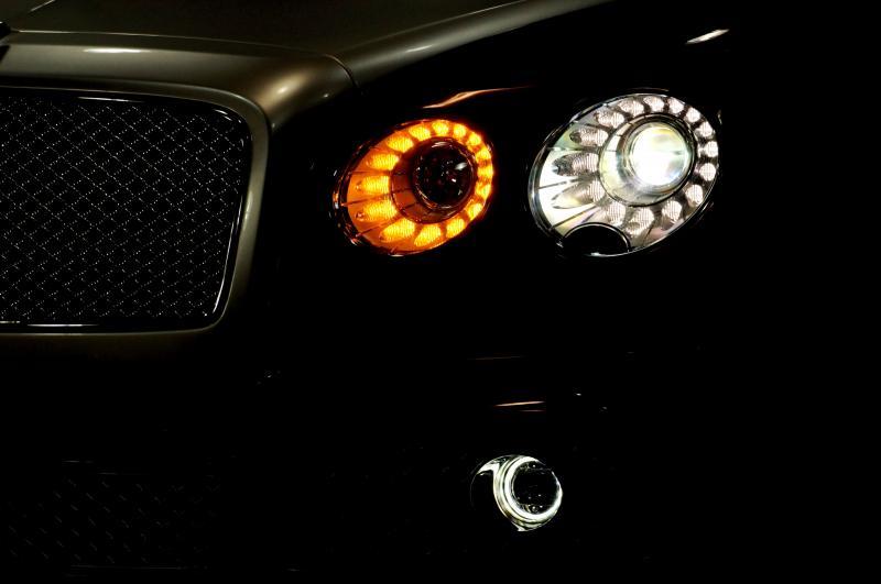 Mansory Bentley Flying Spur versus Mansory Rolls-Royce Wraith 13