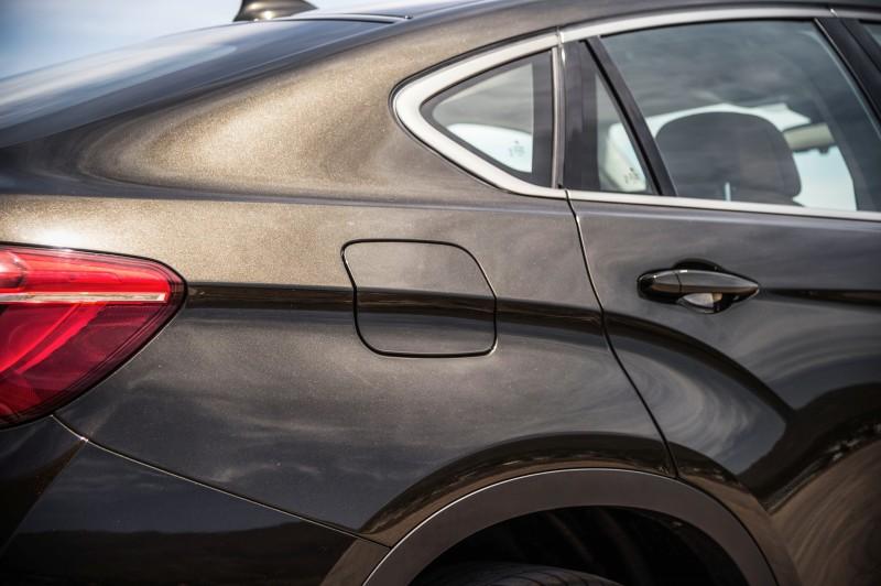 2015 BMW X6 Debuts Tech-tastic 445HP xDrive50i and New Rear-Drive sDrive35i 23