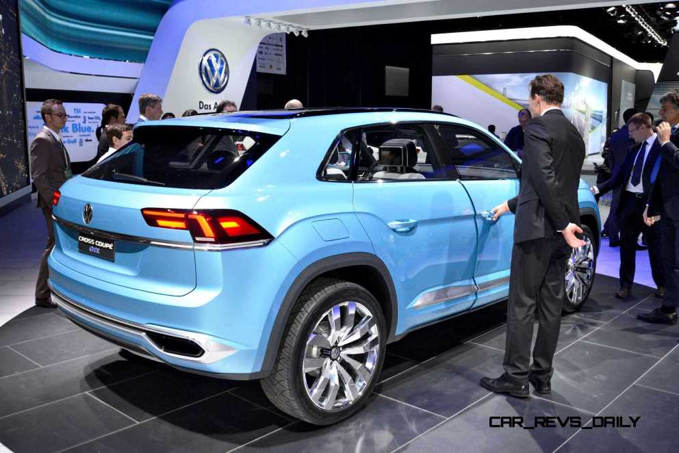 NAIAS 2015 Showfloor Gallery - Day Two in 175 Photos 25