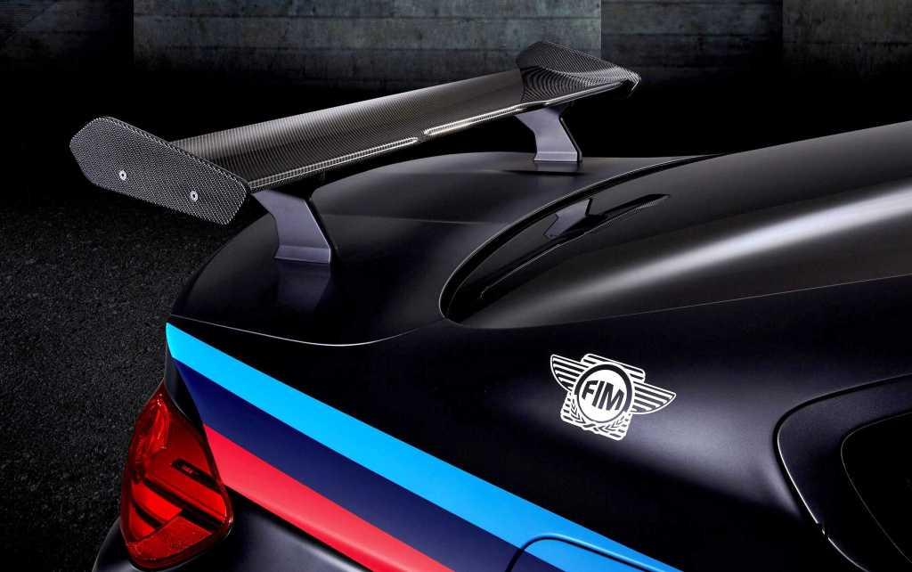 2015 BMW M4 MotoGP 11