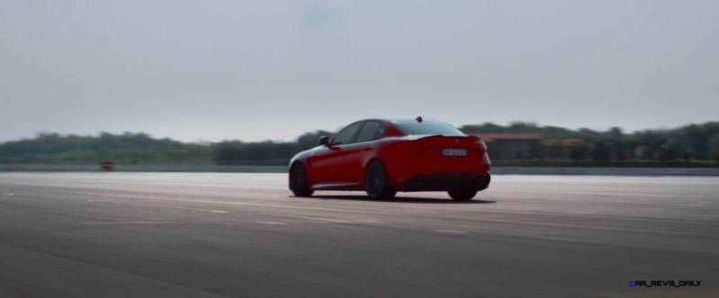 2016 Alfa Romeo Guilia Dynamic Screencaps 30