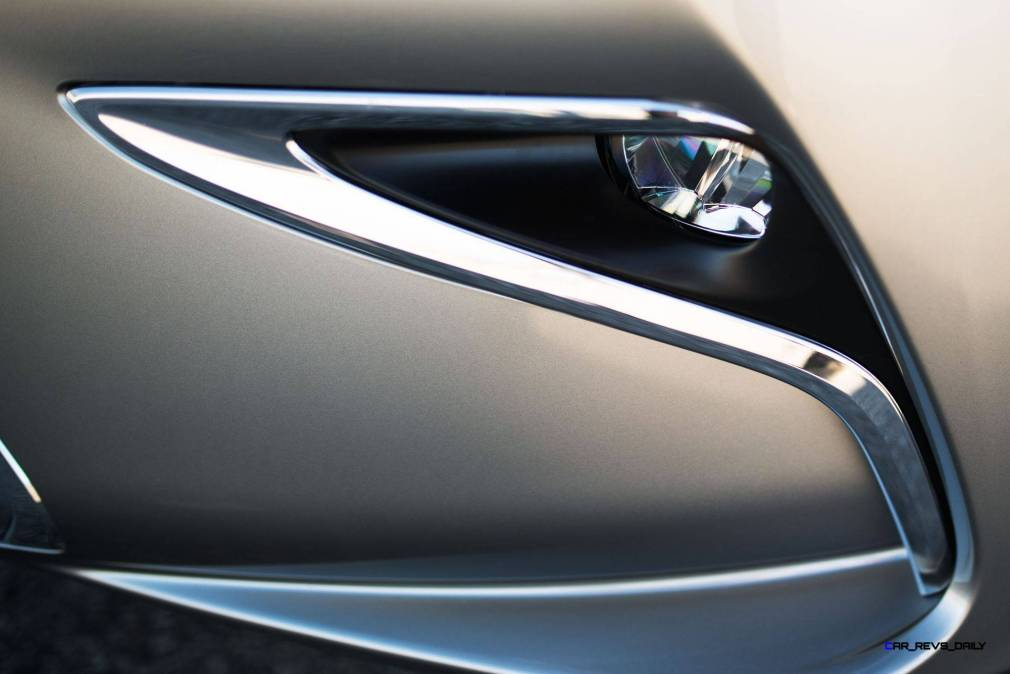 2016_Lexus_ES_350_010_F2EE2CD0BAB8BEE9D36BCCCC21E8D35A3C852CBE