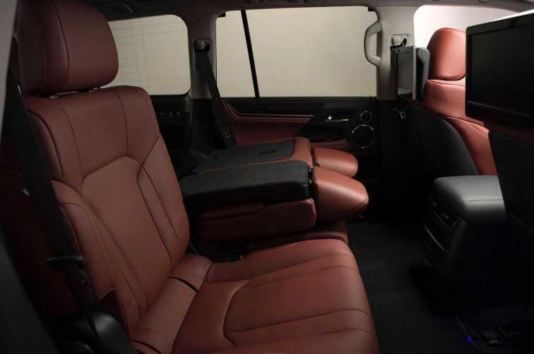 2016 Lexus LX570 32