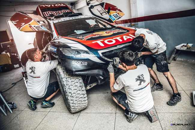 Team peugeot mechanics during the Peugeot test in Erfoud, Morocco, on June 16th, 2015